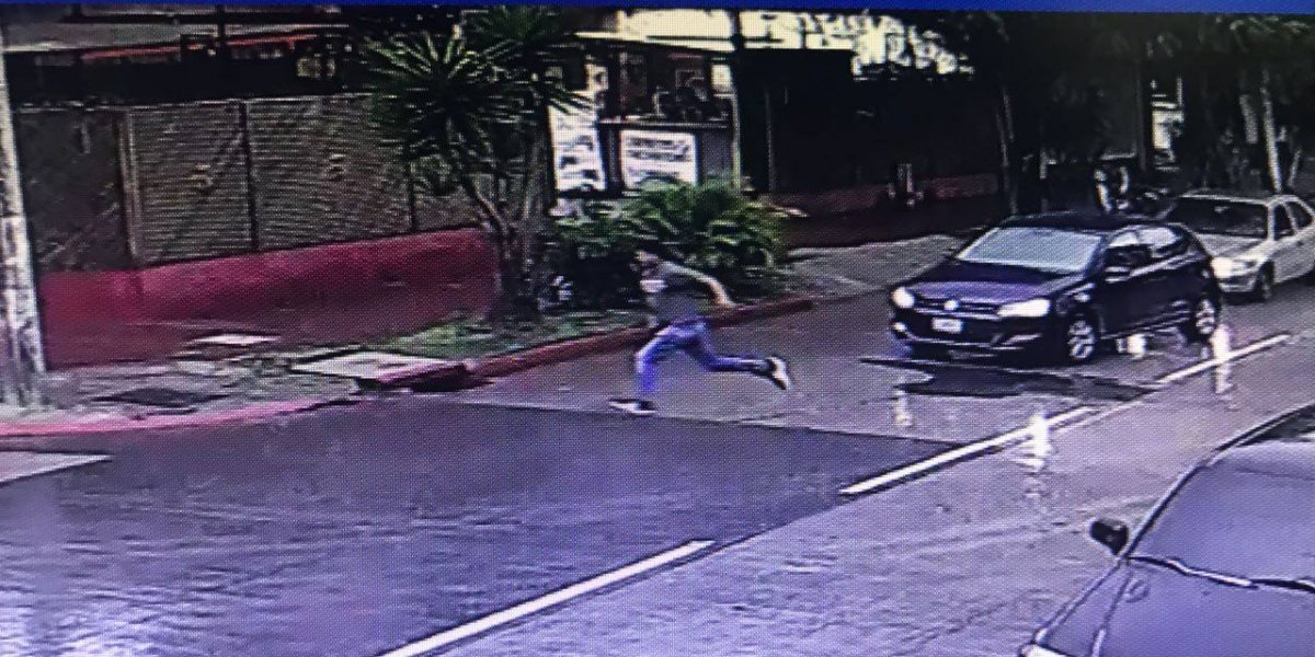 VIDEO. Cámaras captan momento del escape del responsable de crimen en restaurante en zona 10