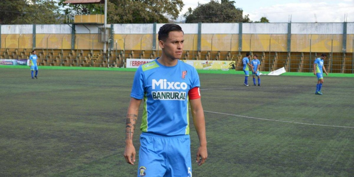 Futbolista guatemalteco anuncia su retiro y culpa a dirigentes deportivos de su decisión