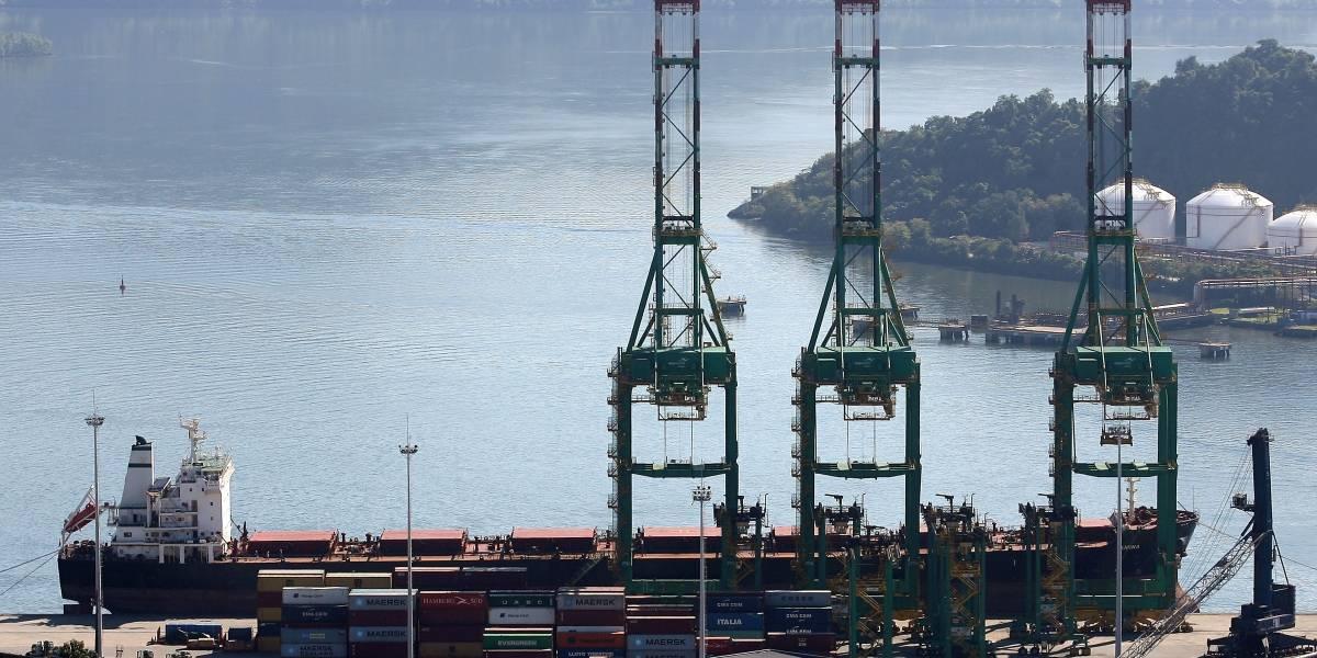 Caminhoneiros aceitam acordo e encerram greve no Porto de Santos