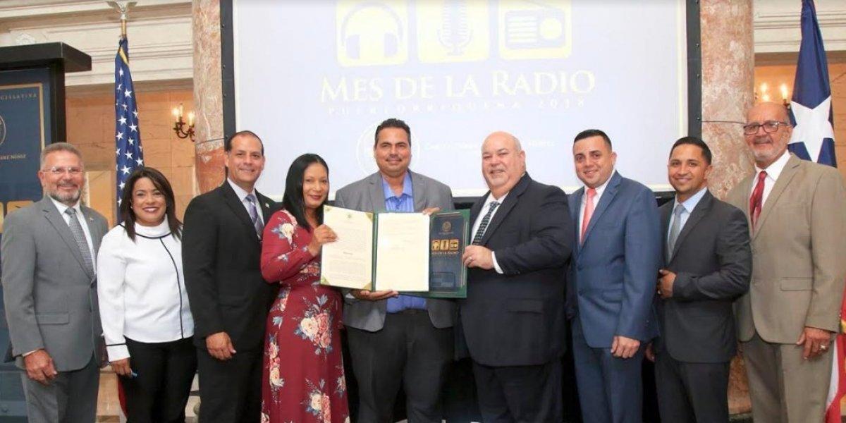 Presidente de la Cámara rinde homenaje a estaciones de radio cristianas y seculares