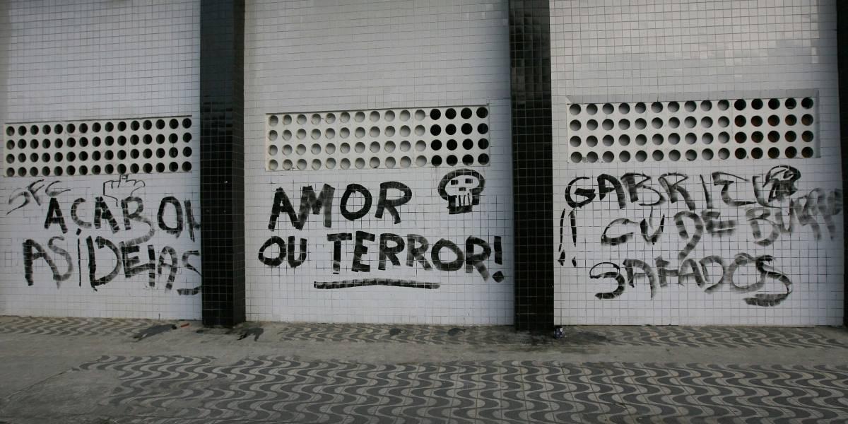 Vila Belmiro é pichada após derrota do Santos
