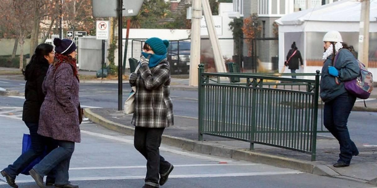 Por primera vez en el año: frío matinal golpeó a Santiago con temperaturas bajo los 0 grados