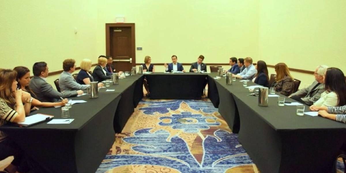 Ricardo Rosselló da cuenta de lo que hace en Orlando, Florida