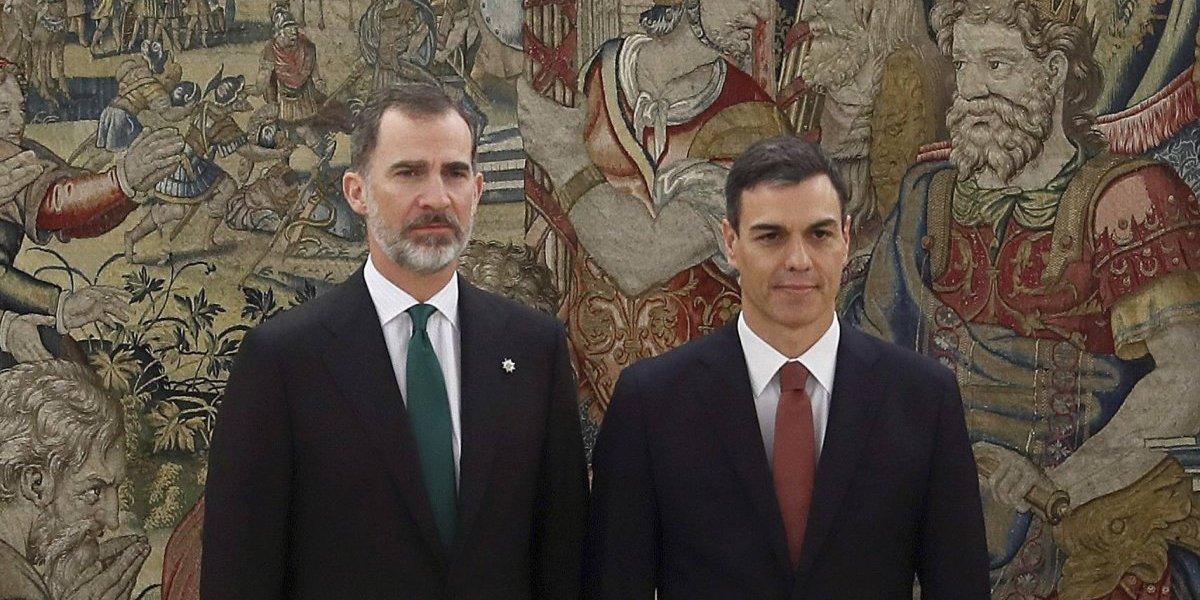 Pedro Sánchez promete como nuevo presidente del Gobierno ante Felipe VI