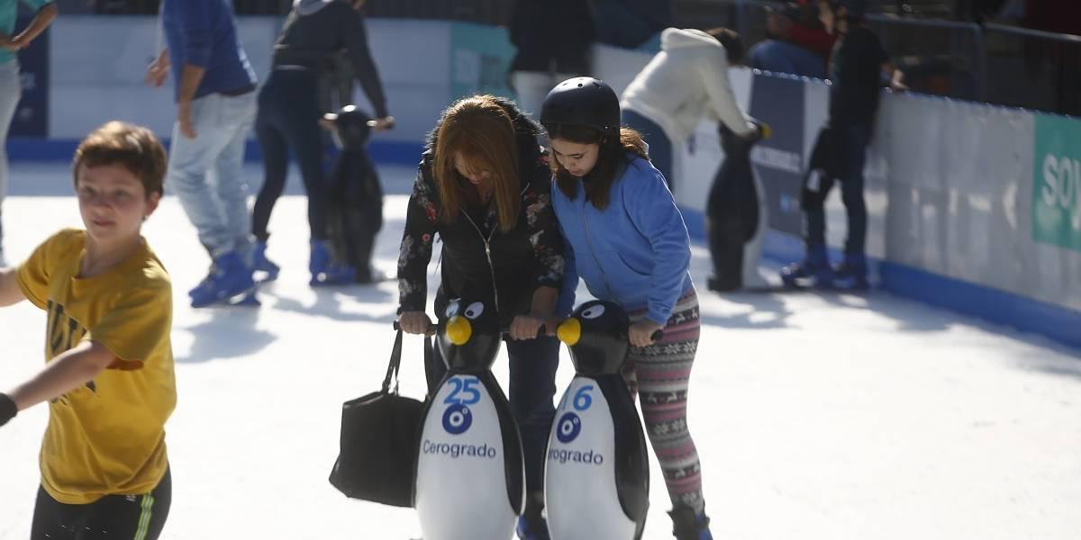 Providencia inauguró pista de patinaje sobre hielo