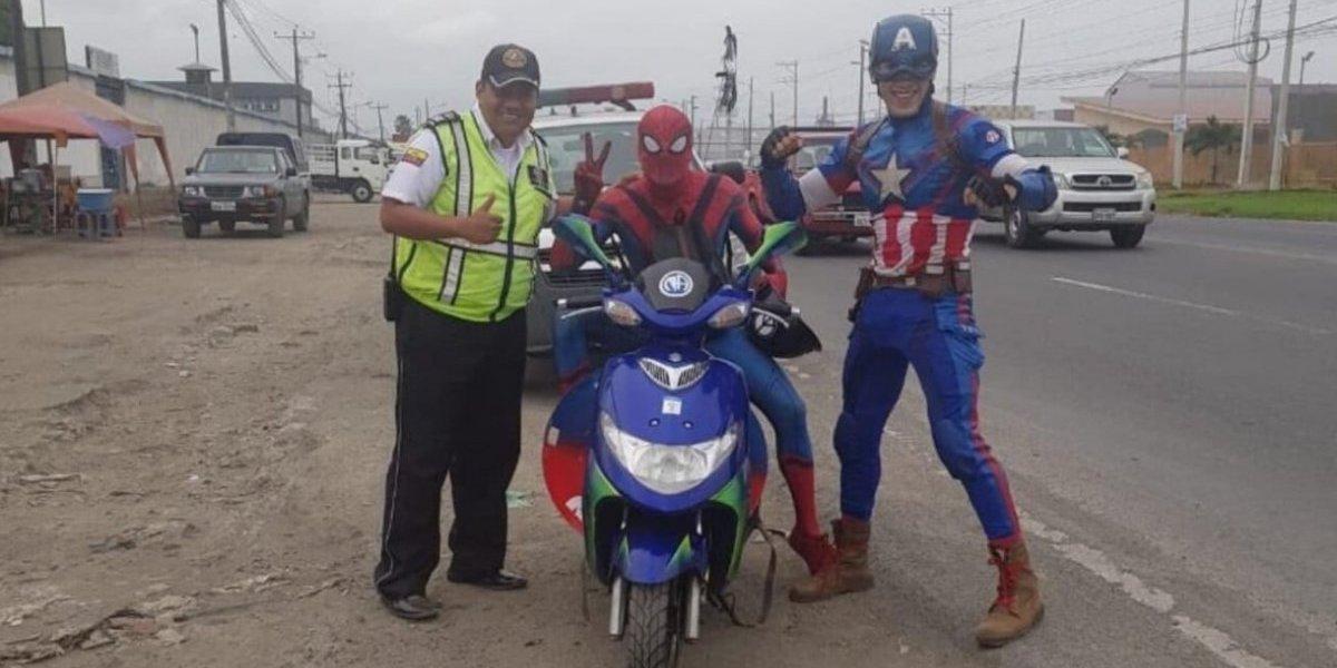 """Tendencia: Spiderman y Capitán América son """"detenidos"""" por Agente de Tránsito"""