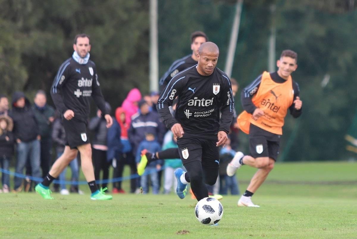 Carlos Sánchez en la práctica de Uruguay