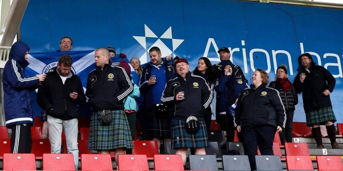 Roban a aficionados de Escocia en el metro de la CDMX