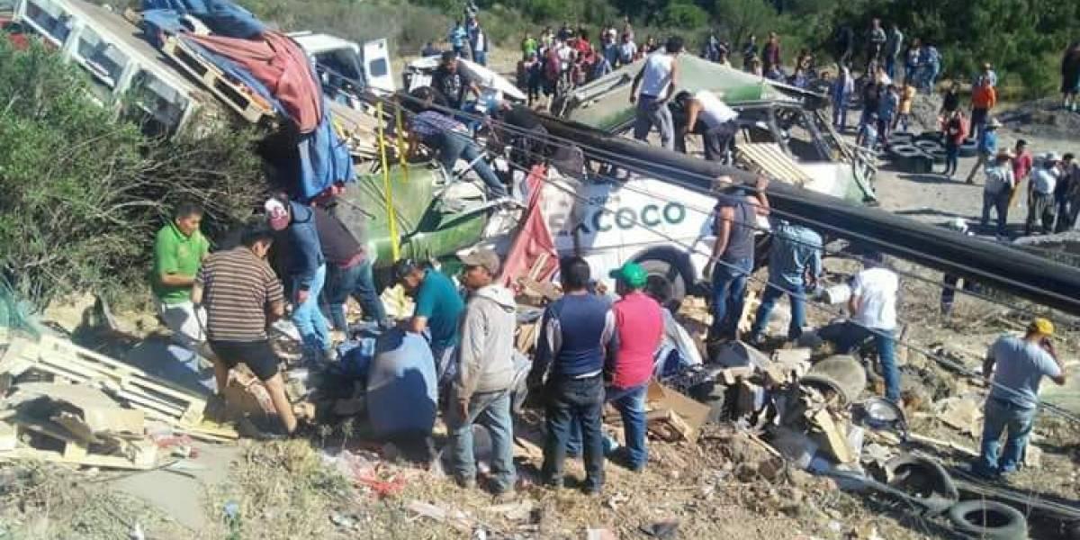 Suman 11 muertos tras accidente en autopista Texcoco-Calpulalpan