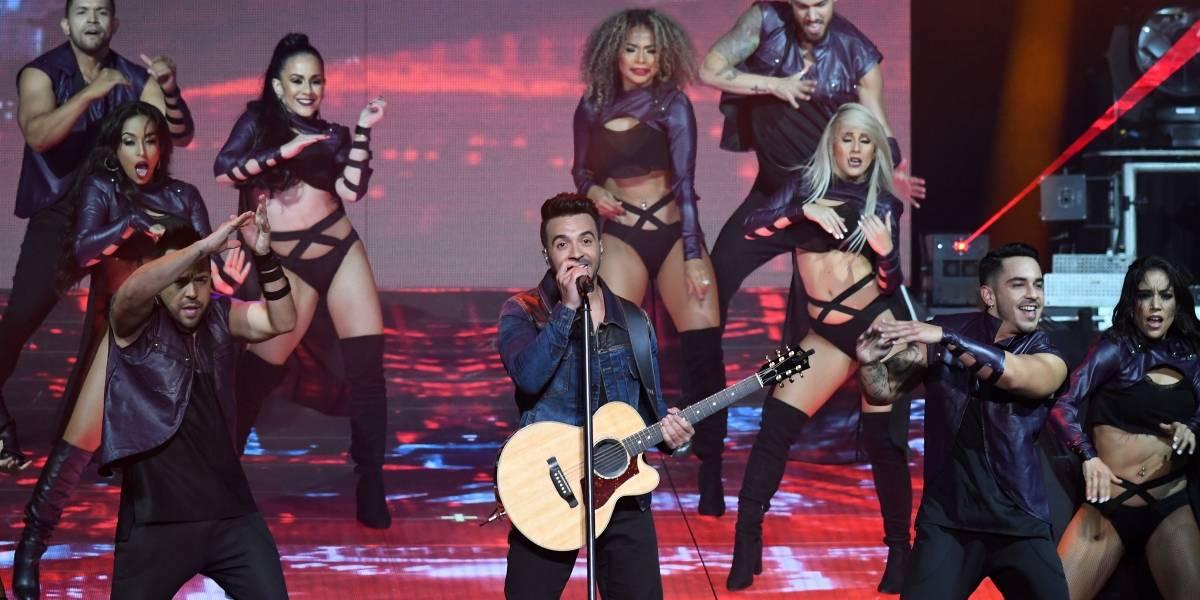 Luis Fonsi se emociona y llora en medio de concierto