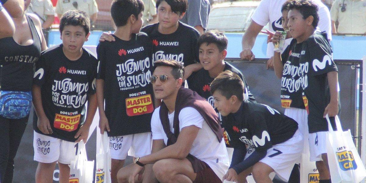 Alexis Sánchez volvió a la niñez en su campeonato de futbolito en Tocopilla