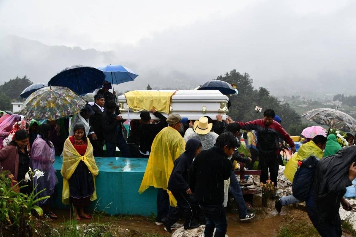 Multitudinario sepelio de Claudia Gómez en Quetzaltenango. Fotos: Jaime Soc