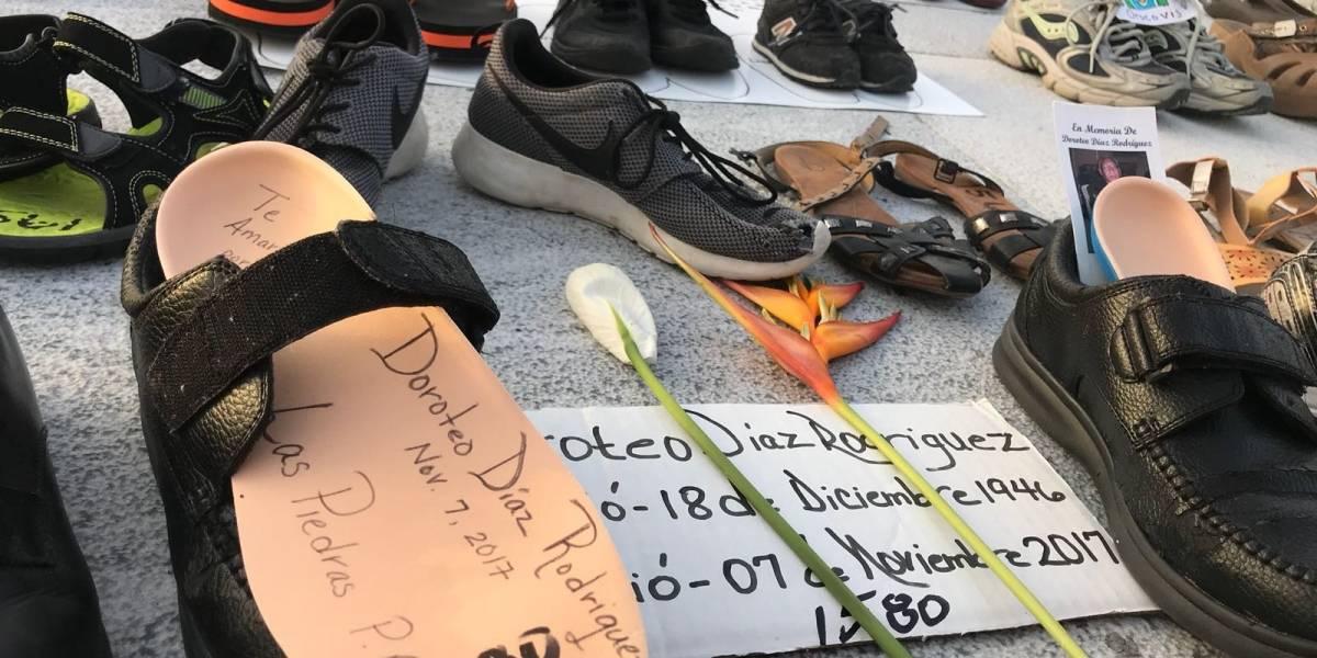 Las historias detrás de los zapatos frente al Capitolio