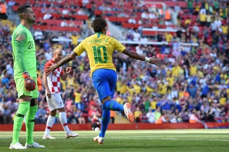 Neymar celebra su gol ante Croacia