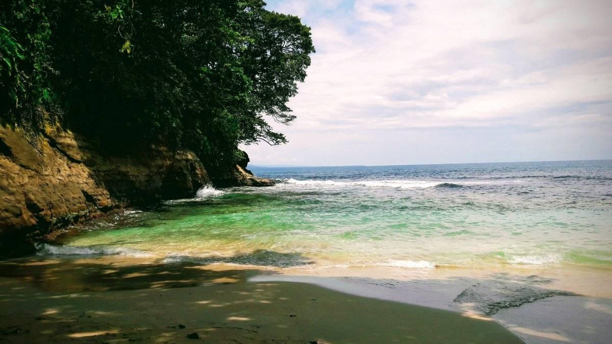 Playa Punta Uva. A 8.6 kilómetros de Puerto Viejo, Limón, se encuentra esta playa de arena clara y agua turquesa, que a juicio personal, es la que más honor hace al caribe costarricense. Maryelin Reyes
