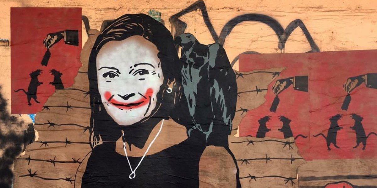 Denuncian censura a mural contra Julia Keleher