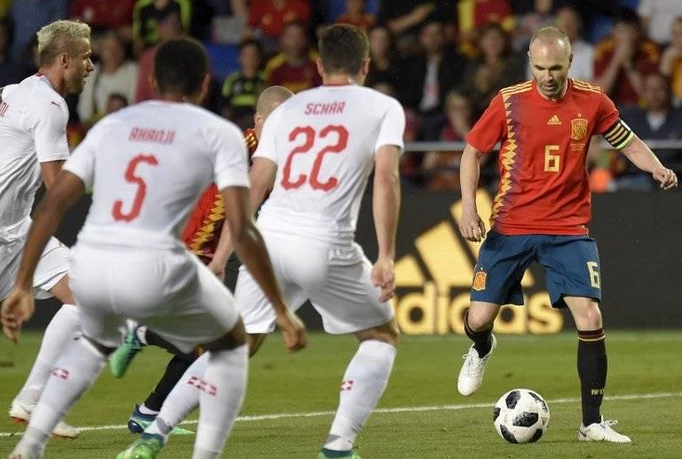 Andrés Iniesta en el juego ante Suiza