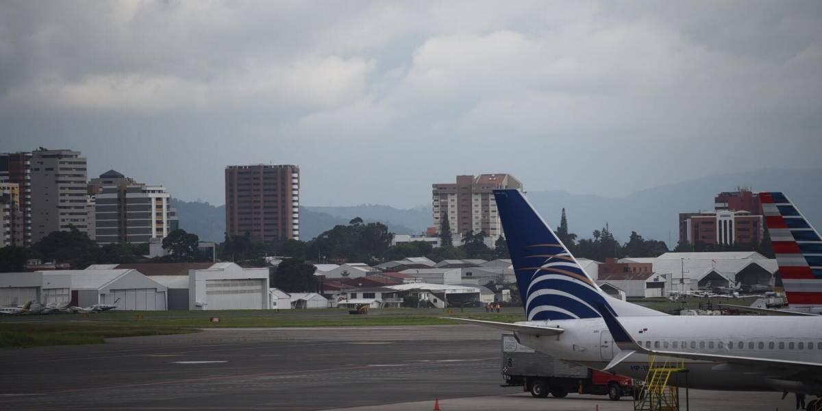 Suspenden operaciones en aeropuerto La Aurora por actividad del volcán Pacaya