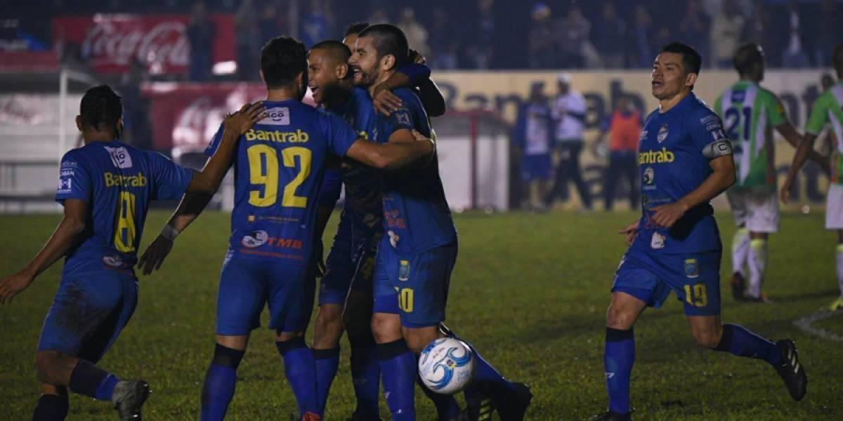 Cobán oficializa la contratación de un goleador extranjero que juega en Guatemala