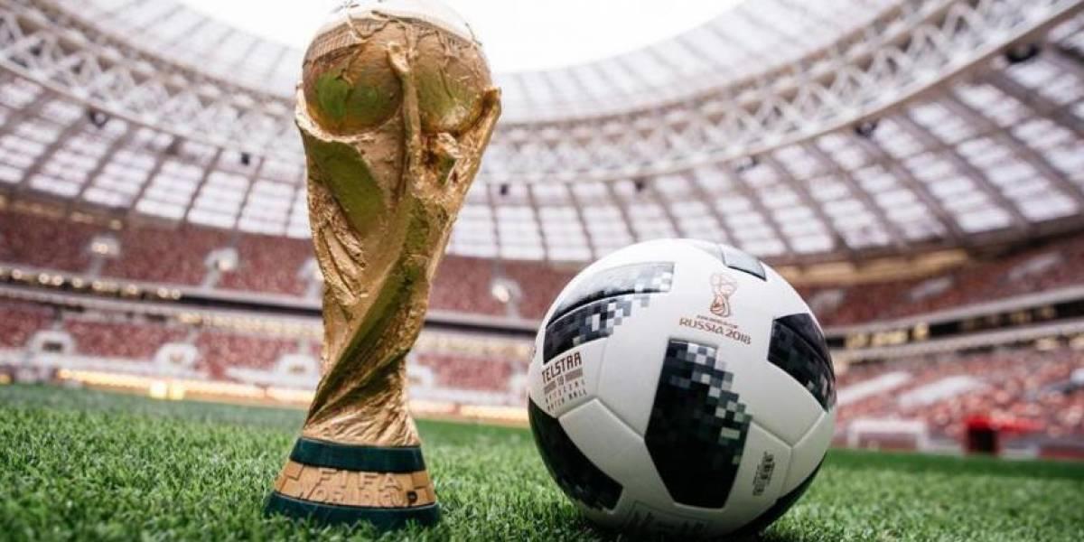 Pelota del primer partido del Mundial vuelve a la Tierra tras su viaje espacial