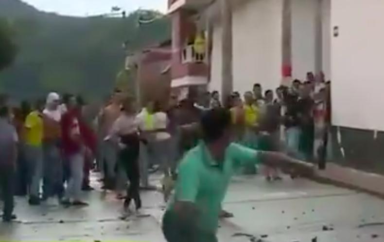Hasta el hospital llegó la comunidad de Curití para linchar a asesino de niña de 11 años