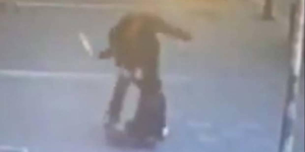 Impactante video: sujeto golpeaba violentamente a su ex esposa en plena vía pública hasta que un peatón decidió darle la lección de su vida al agresor