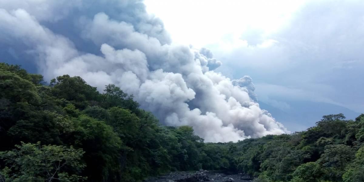 ¿Se suspenden clases tras erupción del volcán de Fuego?