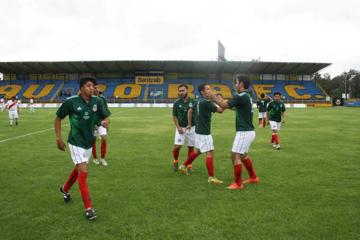 Los jugadores mexicanos celebran