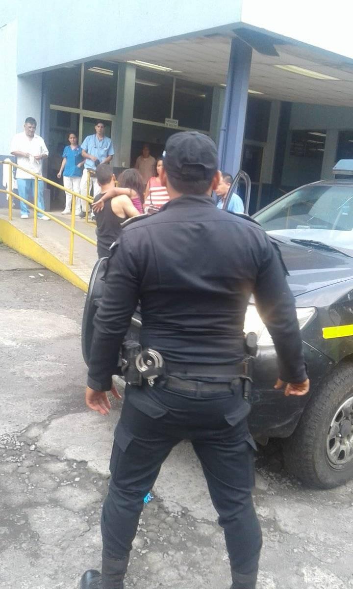La Policía llevó a la menor de edad al hospital de Escuintla. PNC