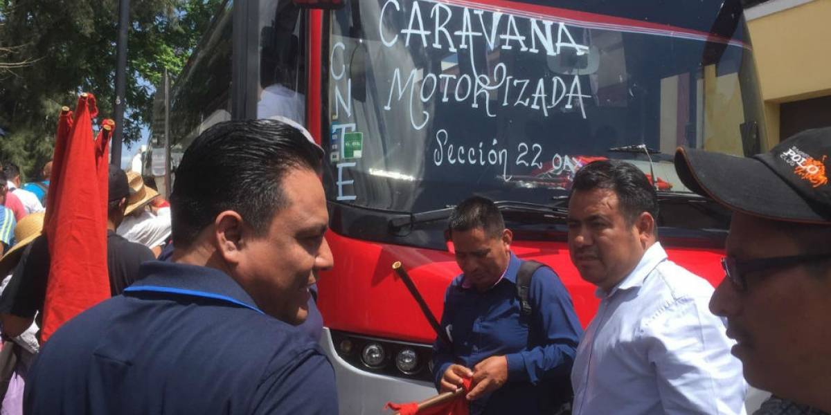 Entre enfrentamientos y bloqueos, desquicia CNTE tránsito en la CDMX