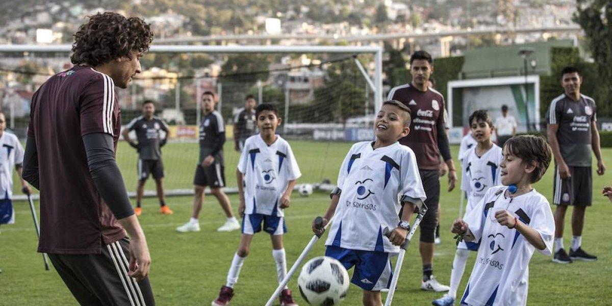 Jugadores de la Selección mexicana cumplen sueño de niños con enfermedades crónicas