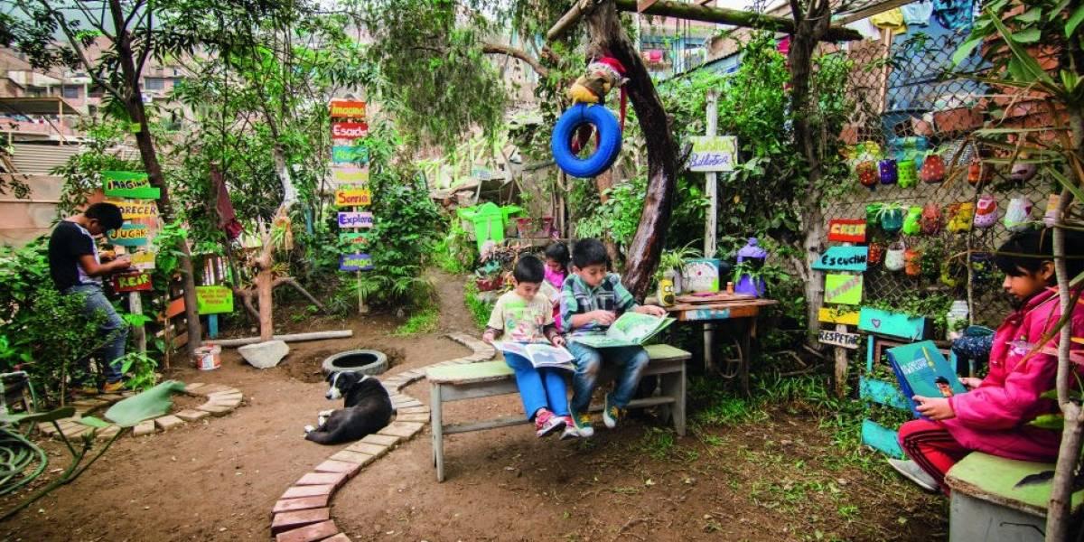 Crianças tomam conta de terrenos baldios e os transformam em jardins, hortas e áreas de leitura