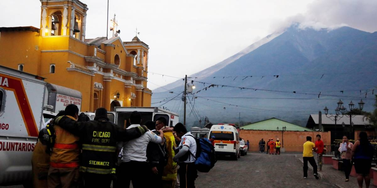 Vulcão mata 25 e evacua 3 mil pessoas após erupção na capital da Guatemala