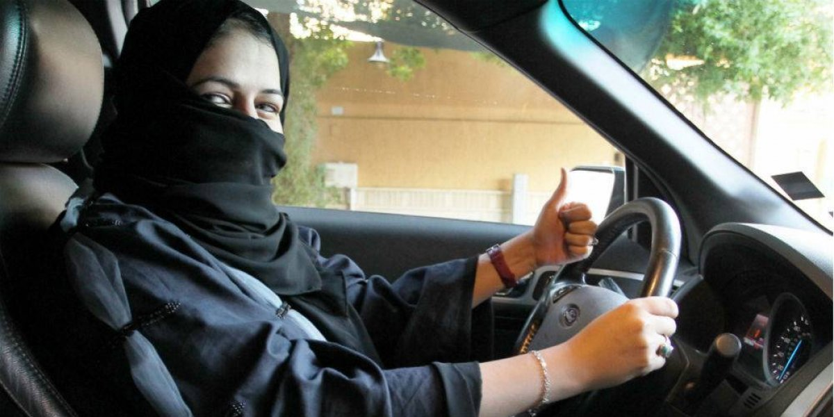 Arabia Saudita inicia entrega de licencias para conducir a mujeres
