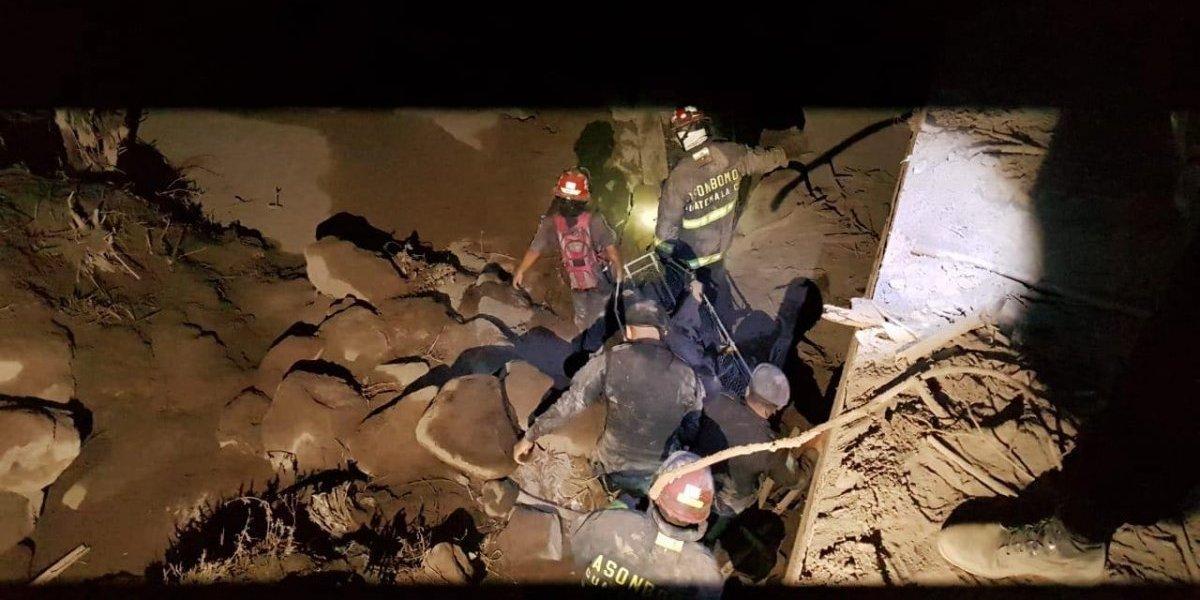 Dos bomberos desaparecidos en tragedia por erupción del volcán de Fuego