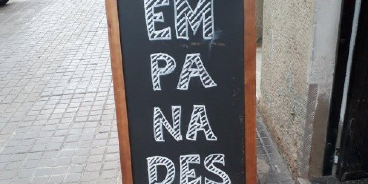 """""""Se nos fue de las manos el lenguaje inclusivo"""": redes sociales en llamas por foto de local que ofrece """"empanades"""""""