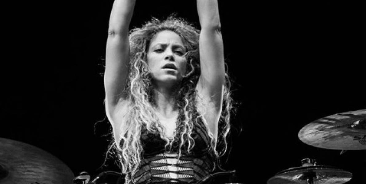 Shakira demuestra su felicidad después de concierto y Piqué la felicita