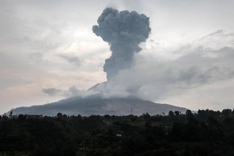 Volcán Sinabung, en Indonesia