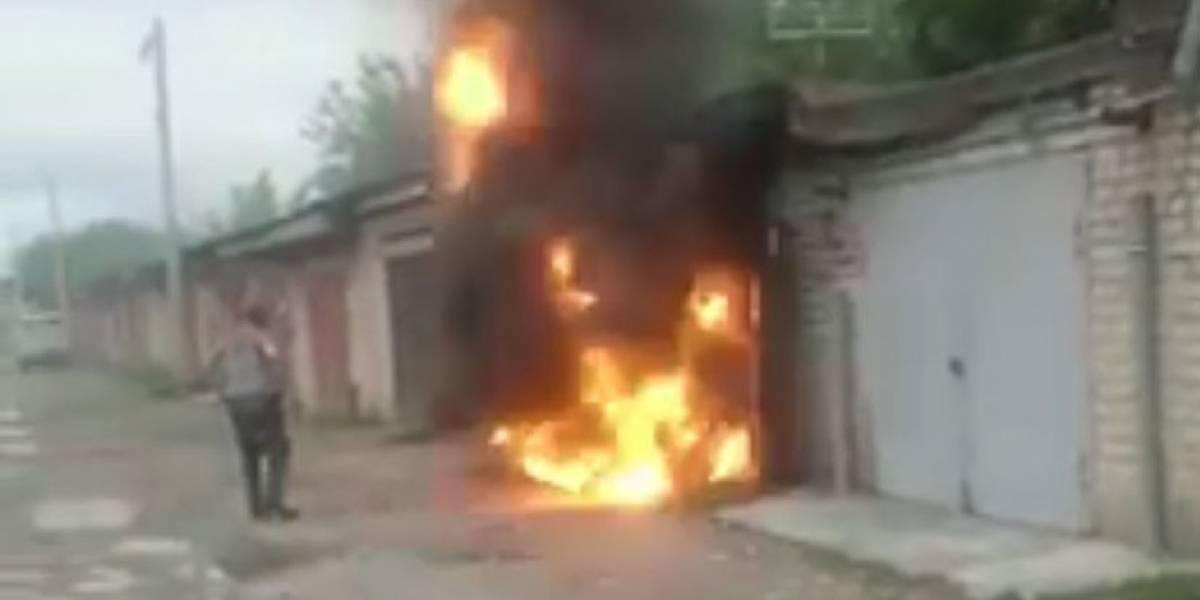 """""""¡Te dije que no te acercaras!"""": Hombre resulta herido tras explosión en garage"""