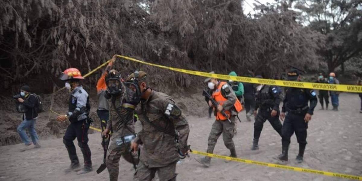 Retoman búsqueda de víctimas de erupción del volcán de Fuego en Guatemala
