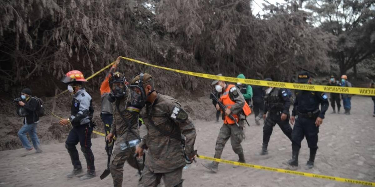 Invitan a rescatistas de tragedia en volcán de Fuego a evaluación pulmonar