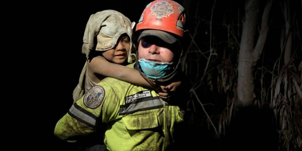 Sobe para 56 o número de mortos após erupção de vulcão na Guatemala