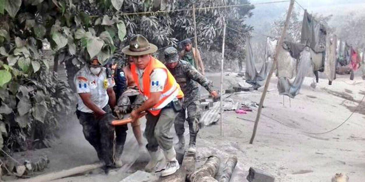 Aumentan a 38 los muertos por erupción de volcán en Guatemala