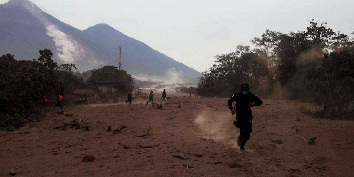 Guatemala: Sismo de magnitud 5,2, un día después de erupción del volcán de Fuego