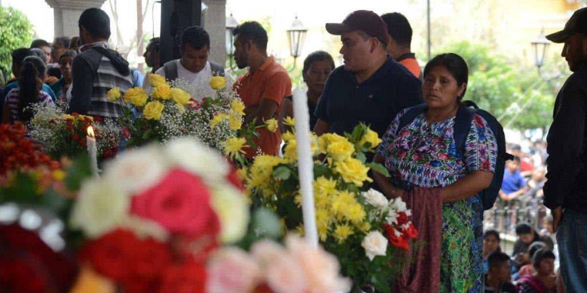 Dolor y solidaridad en las honras fúnebres de víctimas de la erupción