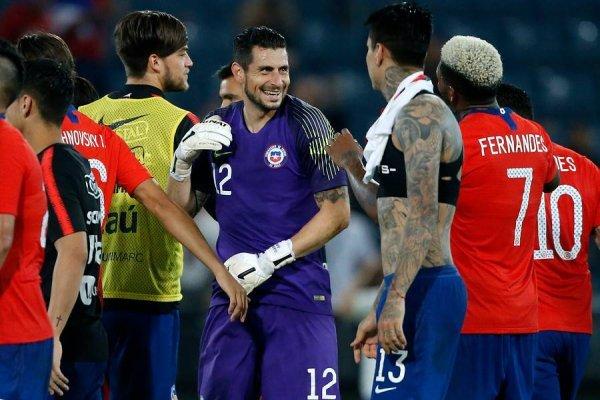 El arquero se lució en su primer partido en la Roja / imagen: Photosport