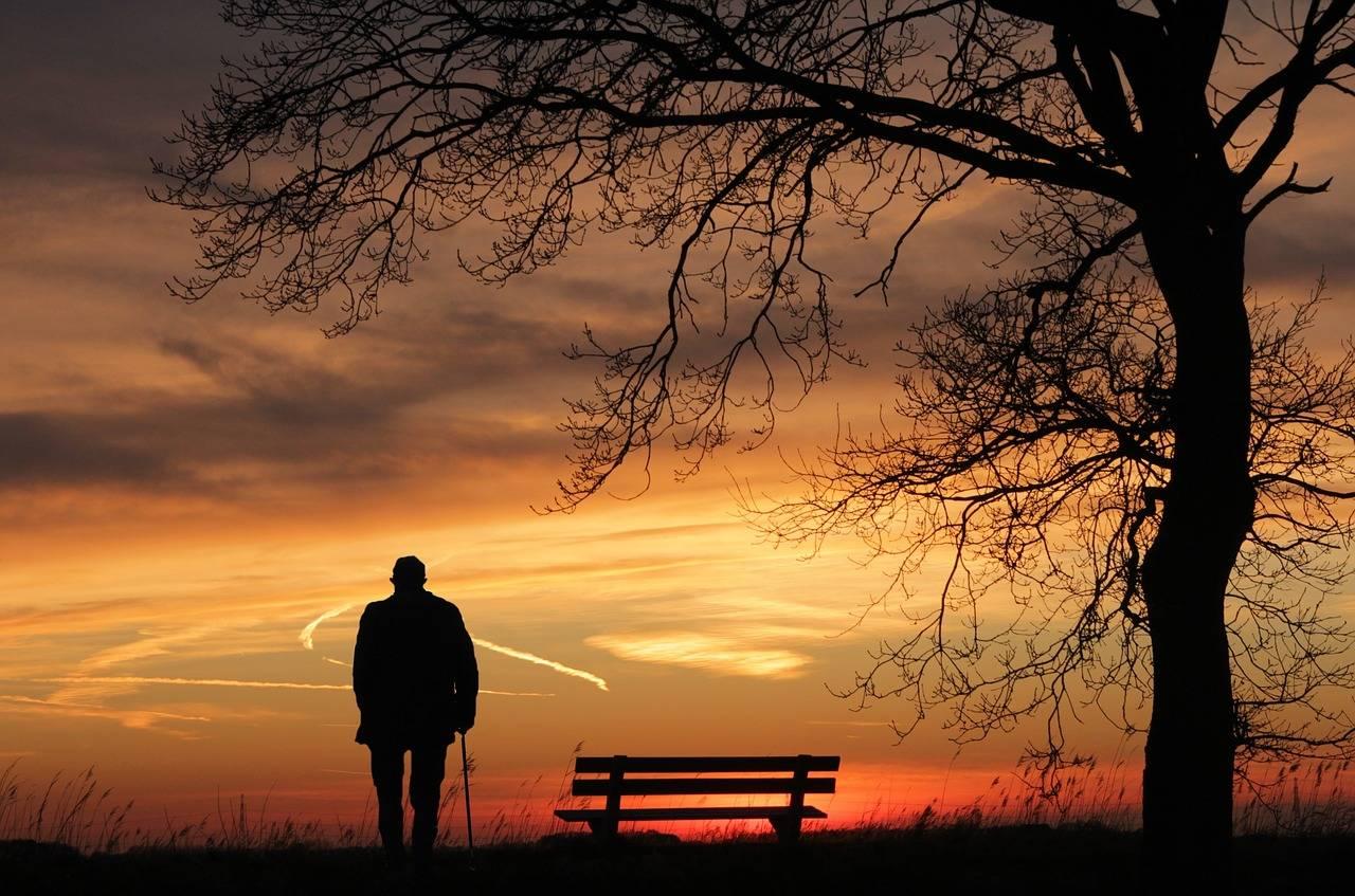 Hombres de edad mayor abandonan la religión
