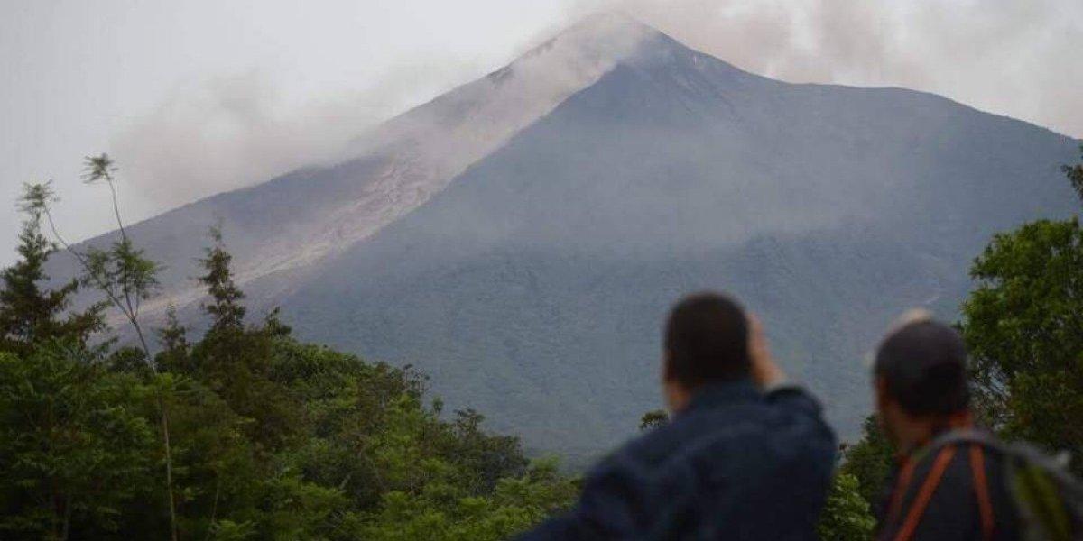 Las noticias falsas que se viralizaron por el volcán y que hasta los famosos creyeron