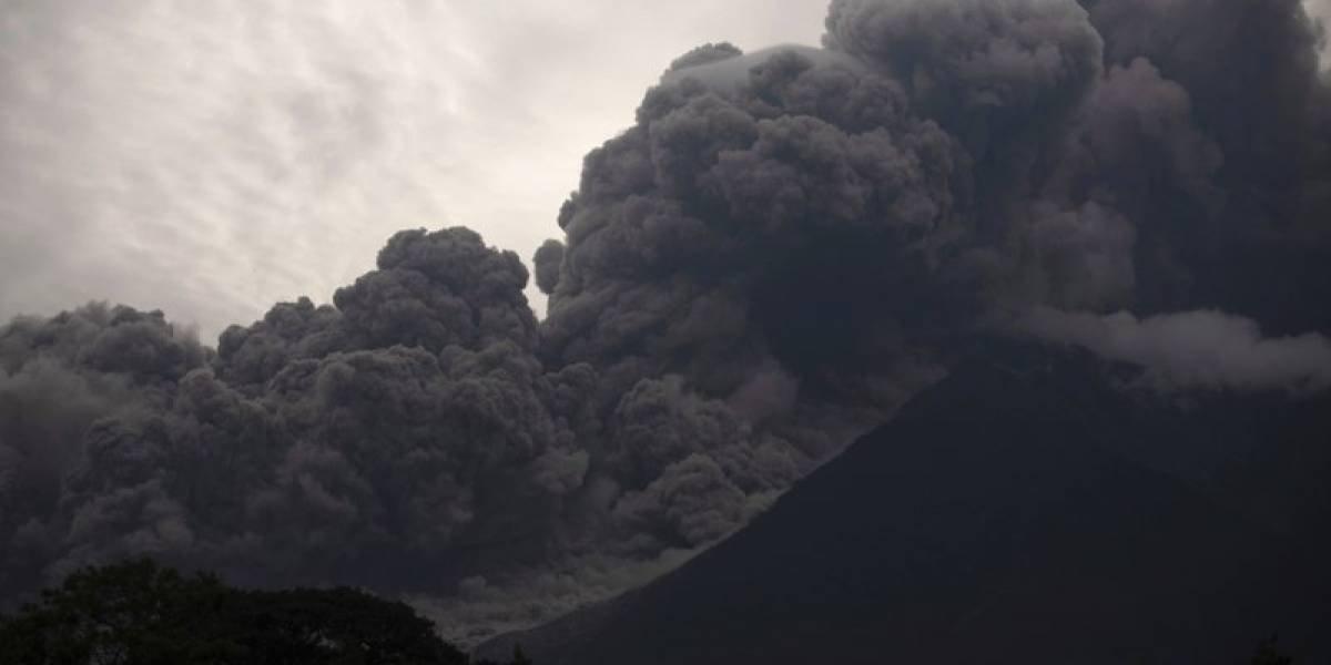Al menos 25 muertos por erupción de volcán en Guatemala