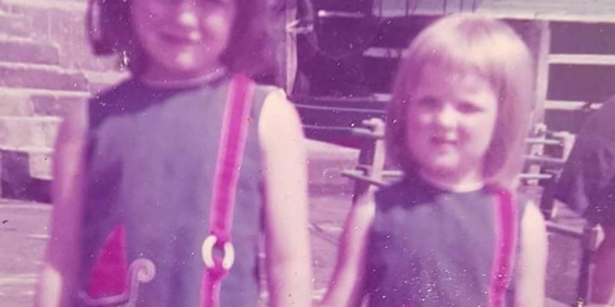 Tras 50 años buscando a su padre, descubre que su amiga de la infancia es su hermana